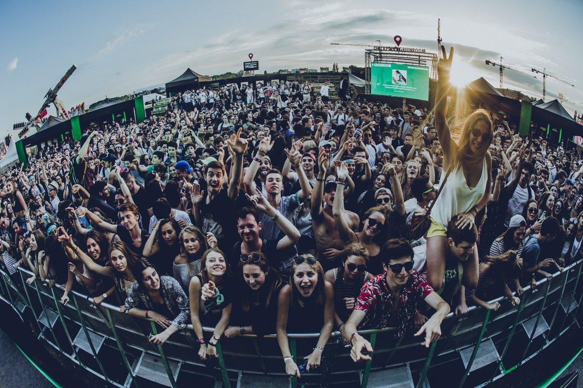 social-wall-timeline-concert-festival-hashtag-live