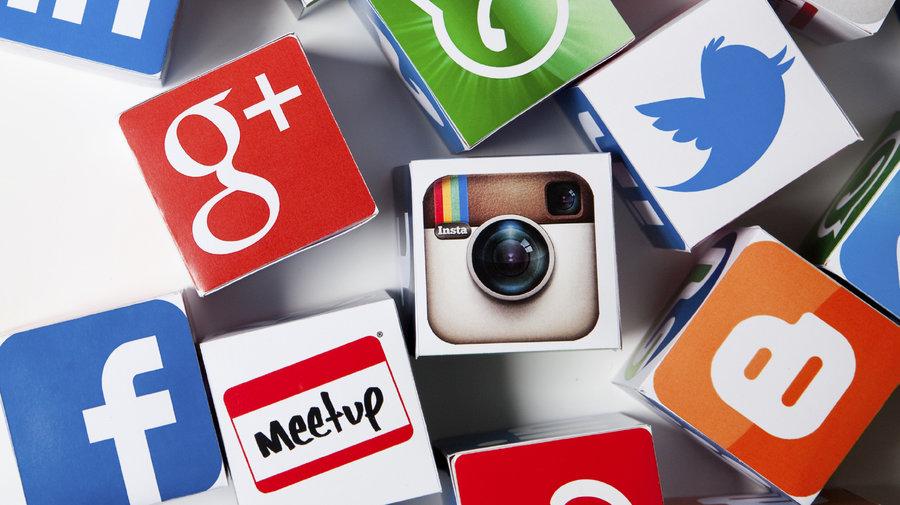 social-media-puzzle-institutions-financieres-banques-social-wall-tweetwall